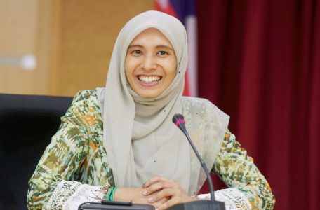 26izzah 1527245472 456x300 - A Daughter of Destiny