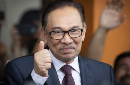 AP 18136328201202 1920x1080 630x354 456x300 - Anwar Will Lose Sleep at More Talk of Cronies