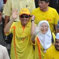 anwaribrahim wanazizah bersih 200 200 - A Youth Uprising for Malaysia? Not Here, Thanks!