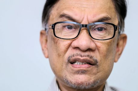 https   s3 ap northeast 1.amazonaws.com psh ex ftnikkei 3937bb4 images 2 9 9 1 15431992 3 eng GB マレーシア・アンワル元副首相 Malaysian plolitician Anwar Ibrahim 20180828144324 Data 456x300 - Disconnected Anwar is Disappearing into the Darkness