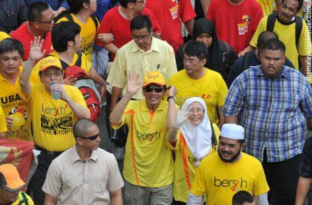 m bersih11 456x300 - Anwar's Historic(al) Illiteracy Reaches New Level