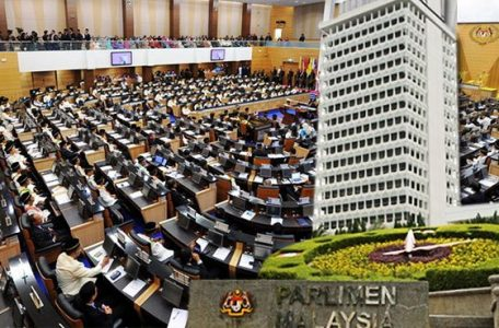"""parlimen dewan 456x300 - Now Anwar is """"Mulling"""" Over Whether to Betray His Electors"""