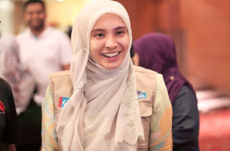 yb 890x700 c 456x300 - Back The Great and the Good  Nurul Izzah: From Golden Girl to MP in Need of Help in Seven Short Days Nurul Izzah: From Golden Girl to MP in Need of Help in Seven Short Days